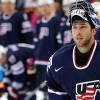 Hvězdný brankář přišel po tvrdé ráně v NHL o zuby! Našel je v masce + VIDEO